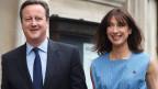 Premier David Cameron und seine Frau Samantha beim Verlassen des Stimmlokals.