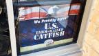 Zum Schutz des einheimischen Marktes setzte die Catfish-Lobby in Washington durch, dass in Restaurants und Läden der USA nur Catfish aus heimischen Farmen so genannt werden darf.