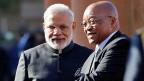 Indiens Premier Narendra Modi schielt nach Afrika - und will dem Konkurrenten China das Terrain abgrasen. Hier zu Besuch beim südafrikanischen Präsidenten Jacob Zuma.