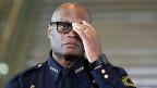 «Wir leiden, unser Berufsstand leidet. Wir sind untröstlich», sagte der afroamerikanische Polizeichef David Brown. «Die Polizei und die Bürger müssen zusammen- und nicht gegeneinander arbeiten.»