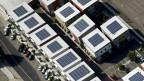 Solarpanels auf den Dächern von Wohnhäusern in Fresno, Kalifornien.