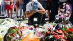 Trauer und Entsetzen in Nizza. Vielerorts werden Blumen niedergelegt im Gedenken an die Getöteten.