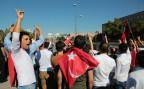 türkische Bürger protestieren gegen den Putsch