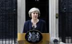 die neue britische Premierministerin bei einer Ansprache vor ihrem Amtssitz in der Downing Street Nr. 10