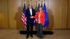 Die Angst der EU und der USA vor mehr Erdogan und weniger Rechtsstaat in der Türkei. Bild: John Kerry und Federica Mogherini am Montagmorgen in Brüssel.