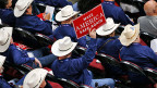 Obama habe das Land gespalten und nicht, wie versprochen, geeint. Donald Trump wisse als Geschäftsmann, wie man auf die Leute zugehe und Probleme anpacke, sagt republikanischer Delegierter aus Dallas im Beitrag von Beat Soltermann. Bild: Delegation aus Texas am Parteitag der Republikaner in Cleveland.