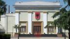 Das albanische Parlamentsgebäude in Tirana. Hier wurde am Donnerstag eine umfassende Justizreform beschlossen.