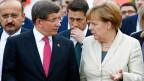 Ist das Flüchtlingsabkommen zwischen Griechenland und der EU nach dem jüngsten Putschversuch in der Türkei in Gefahr? Die deutsche Bundeskanzlerin Angela Merkel und der türkische Ministerpräsident Ahmet Davutoglu.