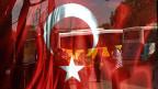 In der Türkei wurden in den letzten Tagen über 6000 Menschen verhaftet, etwa so viele, wie in allen Schweizer Gefängnissen sitzen.