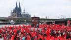 Tausende Türken solidarisieren sich in Köln mit dem türkischen Präsidenten Erdogan.