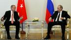 Eine willkommene Alternative für Erdogan - der türkische Präsident auf Freundschaftsbesuch bei Amtskollege Putin in St. Petersburg.