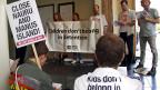 Human oder grausam? Die Dokumente über die australische Flüchtlingspolitik. Bild: Australier protestieren gegen die Asyl-Internierungslager im Pazifik.