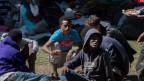 Grenzwächter übergeben täglich mehrere Hundert Migranten den italienischen Behörden. Bild: Flüchtlinge in Como.