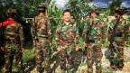 Die Rebellengruppe der Ta'ang National Liberation Army, kurz TNLA: In der Mitte Tar Parn Lal, der Sprecher der Rebellen. Er bezeichnet Opium als Seuche, die sein Volk zerstöre.