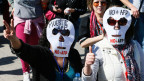 Demonstranten protestieren gegen den «staatlich akzeptierten Rentenklau» in Santiago de Chile.