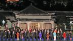 Teilnehmerinnen und Teilnehmer am G20-Gipfel versammeln sich zum Gruppembild.