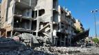 Eine Strasse in Homs nach einer Explosion.