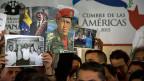 Der Glaube, alle Probleme würden sich automatisch lösen, sobald man eine linke Regierung abwählt, sei naiv, meint die Politologin.  Bild: Bilder verschiedener linker Regierungschefs am Amerika-Gipfel 2015 in Panama City.