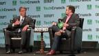US-Verteidigungsminister Ashton Carter (links) rief das Publikum anlässlich eines Podiums an der Technologiemesse TechCrunchDisrupt  dazu auf, sich beim Verteidigungsministerium zu bewerben. Er möchte von den Talenten in den Technologiezentren der USA profitieren.
