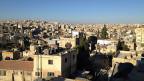 In Ägypten gelten die Muslimbrüder als Terroristen, in Tunesien sind sie akzeptierter Teil des politischen Spektrums; Jordanien wählt einen Zwischenweg. Bild: Blick auf den Ostteil der jordanischen Hauptstadt Amman.