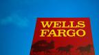 Ein Bankschalterangestellter von Wells Fargo in San Diego wurde gezwungen, seine Kunden zu hintergehen:  «Durchschnittlich mussten wir 15 Bankprodukte pro Tag verkaufen. Wenn wir das Ziel nicht erreichten, drohte die Entlassung», erzählt er.