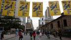 In den Strassen Bogotas hängen Plakate, die zum Abstimmen animieren sollen.