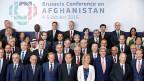 Gruppenbild der Teilnehmer und Teilnehmerinnen an der internationalen Afghanistankonferenz in Brüssel.