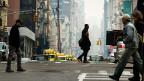 Schleichende Touristen sind nicht das einzige Hindernis für die schnellen Einheimischen. Die Trottoirs sind für New York dasselbe wie die Strassen für Los Angeles: Hauptverkehrsaschen. Jeder und jede benutzt sie.