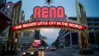 Reno, Nevada: In alten Casinotempeln mit blinkenden Lichtplakaten verspielt der kleine Mann sein Geld. Reno ist aber auch ein Ort, wo gut Betuchten geholfen wird, Geld zu sparen.