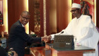 Nigerias Handelsminister Okechukwu Enelamah (links) und Präsident Muhammadu Buhari.