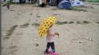 Schule statt Langeweile. Ein Mädchen in einem Flüchtlingscamp in Griechenland.