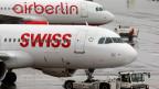 Wer von Zürich nach Berlin fliegt, zahlt ab 2020 zwischen einem und drei Euros mehr zur Kompensation des CO2-Austosses.