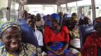 Die Eltern der frei gelassenen Mädchen auf der Fahrt nach Abuja, Nigeria.