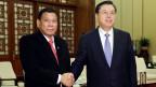 Rodrigo Duterte (links), Präsident der Philippinen und Chinas Präsident Xi Jinping begrüssen sich in Peking am 20. Oktober 2016.