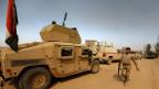 Irakische Armeefahrzeuge nach der Befreiung des Dorfes Khalidiya von den IS-Terroristen südlich von Mossul am 20. Oktober 2016.