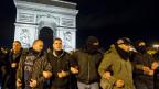 Laut einer Umfrage wollen 6 von 10 Polizisten künftig die französische extreme Rechte wählen.