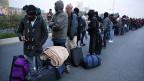 Warten auf eine neue Unterkunft: Flüchtlinge in Calais.