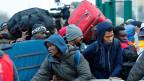 «Ich bin glücklich, dass ich hier weg kann», sagt ein Flüchtling gegenüber der Nachrichtenagentur AFP.