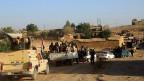 Irakische und kurdische Soldaten warten in der Nähe von Mosul auf ihren Einsatz gegen den IS.