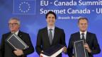Jean-Claude Juncker (EU), Justin Trudeau (Kanada) und Donald Tusk (EU) nach der Unterzeichnung von Ceta in Brüssel.