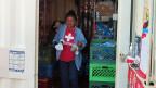Die 68-jährige,  je elffache Gross- und Urgrossmutter Maria Ochoa arbeitet ehrenamtlich für die «Tucson Samaritans», eine Gruppe von gut 50 Freiwilligen, die jeden Tag überlebenswichtige Güter an strategisch wichtigen Orten in der Sonora-Wüste platzieren.
