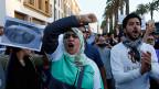 Der gewaltsame Tod eines Fischhändlers treibt in Marokko Tausende auf die Strassen. Bild: Proteste in Rabat.