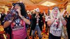 «Make America Great Again», das Motto Donald Trumps  werde auch das Ausland spüren;  allzulange habe man sich verspotten lassen, jetzt werde wieder Respekt verlangt, meint die Tea-Party-Präsidentin von Las Vegas. Bild: Republikaner feiern im Casino von Las Vegas.