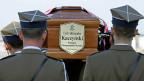 Der polnische Präsident Lech Kasczynski ist im April 2010 bei einem Flugzeugabsturz ums Leben gekommen, mit ihm seine Frau und über 80 weitere Menschen. Doch Ruhe finden die Toten von Smolensk nicht.