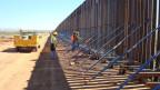 Schon seit 10 Jahren bauen die USA Zäune. Über 7 Milliarden Dollar wurden bisher investiert. Bild: Bau der Grenze zwischen Arizona und Mexiko. ©Michael Castritius.