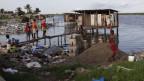 Toiletten am Duo River ausserhalb von Monrovia, Liberia.