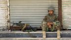 Ein Regierungssoldat in Kundus. Die Stadt im Norden Afghanistans konnte bis jetzt von den Regierungstruppen gehalten werden, obwohl sie dieses Jahr erneut von den Taliban attackiert worden war.