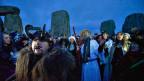 Die Tage werden nun wieder länger – viele Mneschen feiern die Wintersonnenwende in Stonehenge.