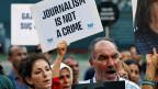 Viele Leser kaufen die kurdische Zeitung aus Angst nur noch heimlich, erzählt der Zeitungsbote. Dass sie überhaupt noch gedruckt wird, grenzt an ein Wunder.