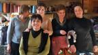 Unterstützt werden die Näherinnen im Atelier von Nukriani (Bild) von einer georgischen Sozialwerkstatt in Tiflis, einem losen Verein, der die Entwicklung von kleinen Unternehmen in Dörfern fördert.